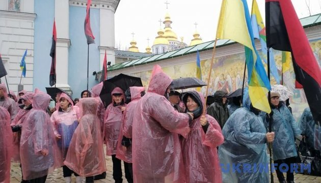 Саакашвілі і понад сотня прибічників прямують до урядового кварталу