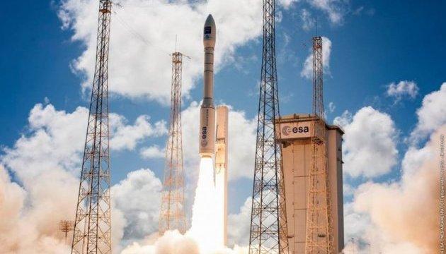 Французька ракета Ariane 5 вивела на орбіту три космічні апарати