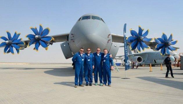 Antonov presents two aircraft at Dubai Airshow. Photos
