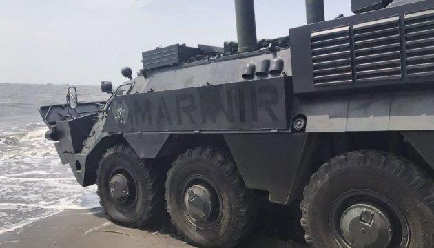 Укроборонпром показал индонезийских морпехов на БТР-4М