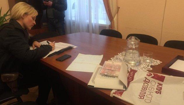 В кабинет заместителя херсонского губернатора подбросили пакет с 50 тысячами