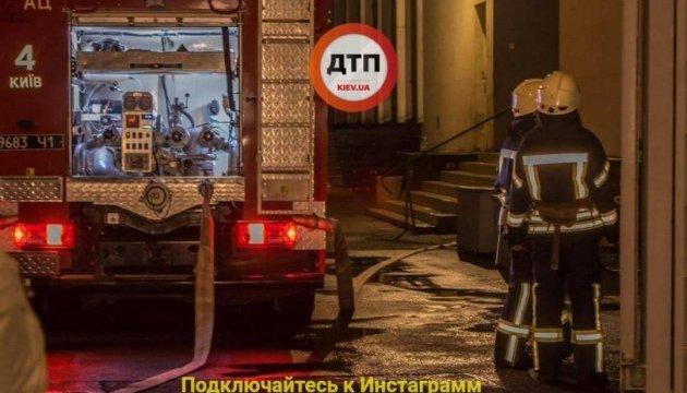 В Киеве загорелся институт Патона