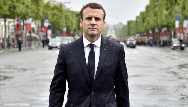 Макрон їде з саміту ЄС через захоплення заручників у Франції