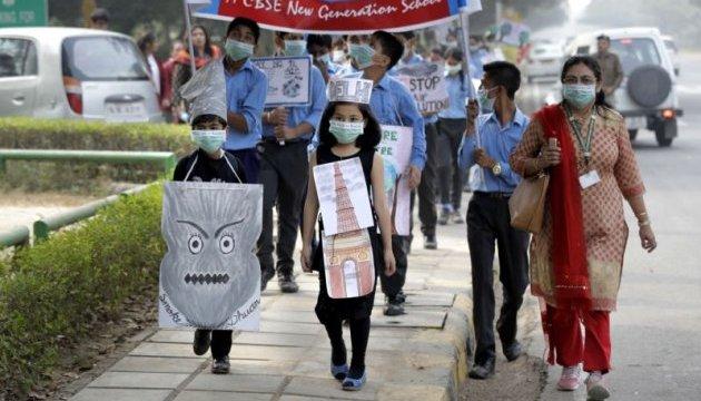 В Индии школьники вышли на марш из-за смога