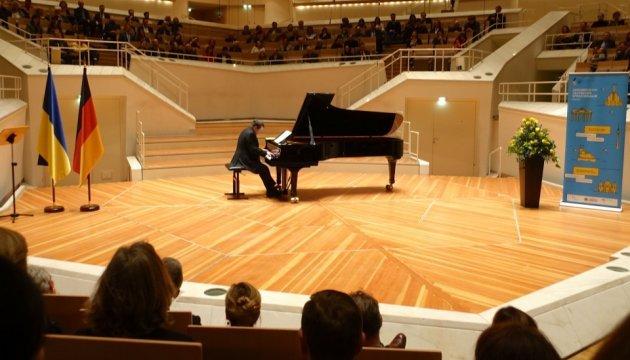 Украинский пианист Ботвинов закрепил в Берлине мировой рекорд
