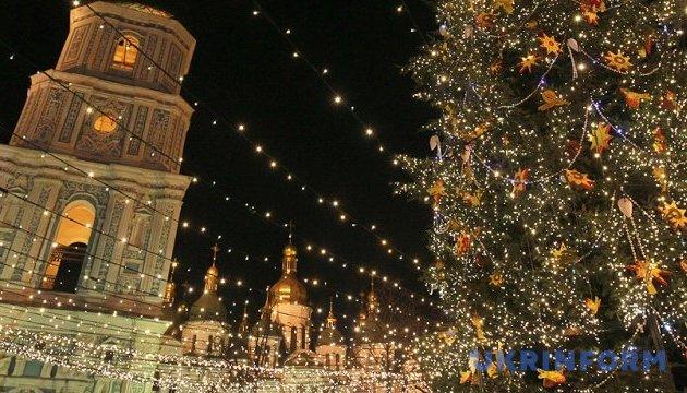 Головна ялинка країни приїде до Києва лише завтра