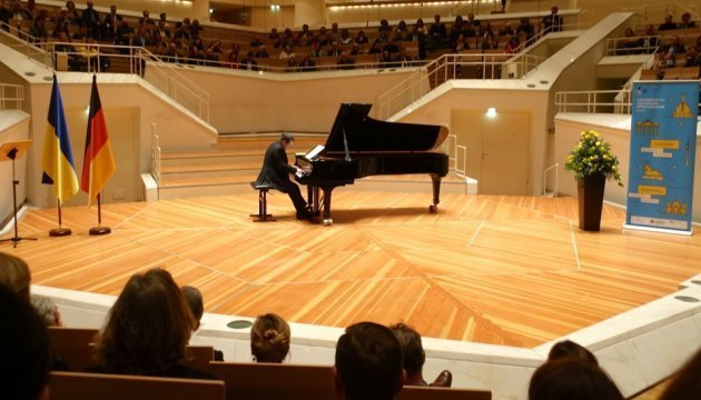 Ukrainian pianist Botvinov sets world record in Berlin. Photos, video