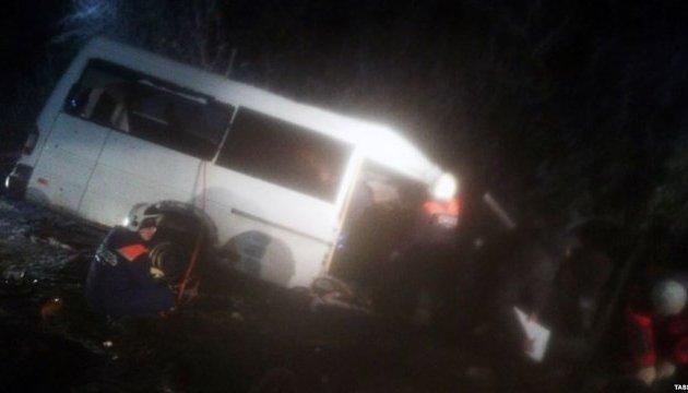 В России автобус столкнулся с лесовозом, 15 погибших