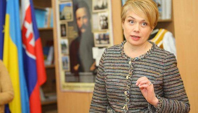 Гриневич хочет увеличить госзаказ на учителей украинского