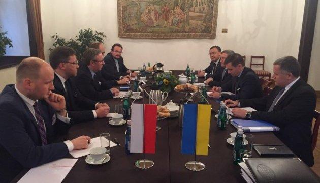 Встреча в Кракове: Украина и Польша решили снять мораторий на эксгумацию