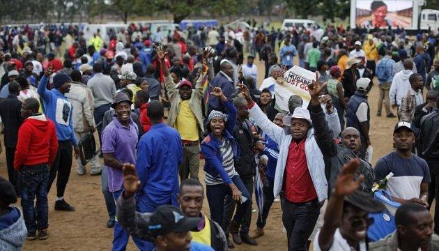 Вчителі Зімбабве вимагають виплат зарплати в доларах