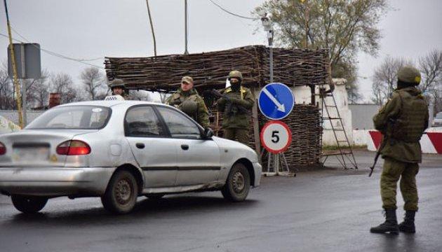 У пунктах пропуску зони АТО застрягли 410 автомобілів