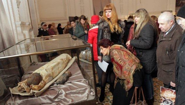 """У Дніпрі """"відкопали"""" єгипетську мумію"""