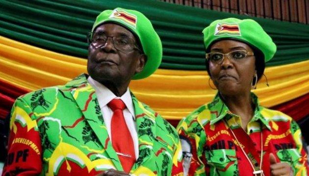 СМИ: Роберту Мугабе предложили