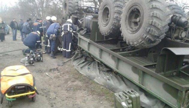 У Запоріжжі перекинулася армійська вантажівка, загинув військовий