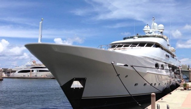 Яхта Абрамовича пришвартовалась неподалеку от резиденции Трампа во Флориде - СМИ