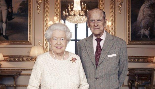 Елизавета ІІ с мужем празднует Благодатную свадьбу