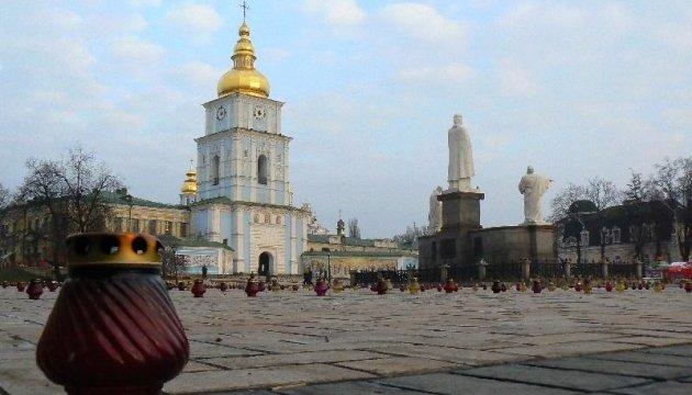 В Михайловском соборе проходит молебен в память Героев Небесной сотни