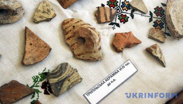 Артефакти віком 6 тисяч років знайшли археологи біля замку в Тернополі