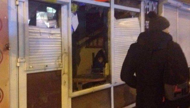 Разбитые лотомаркеты в Киеве: полиция задержала 15 подростков