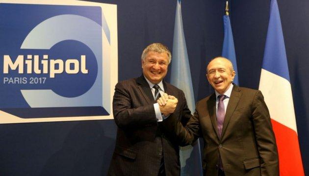 Avákov: Ucrania y Francia van a firmar un acuerdo sobre intercambio mutuo de permisos de conducción