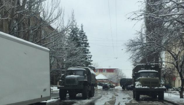 ОБСЄ: у Луганську – військова техніка і озброєні люди з білими пов'язками