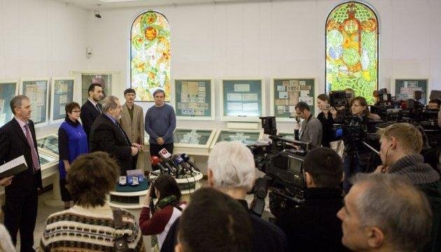 НБУ представил памятную монету к 100-летию первого Курултая