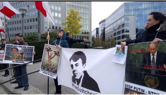 У Брюсселі активісти провели акцію на підтримку Сущенка й Шаройка