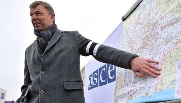 Хуг неделю проведет на Донбассе