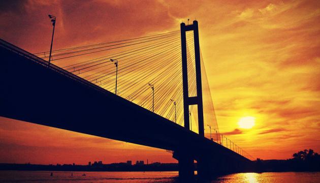 У Києві вночі обмежать рух на Південному мосту