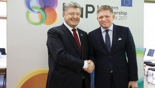 Poroshenko discute con el primer ministro de Eslovaquia el transporte de gas a Ucrania
