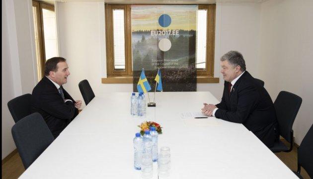 Порошенко обсудил с премьером Швеции ситуацию на Донбассе