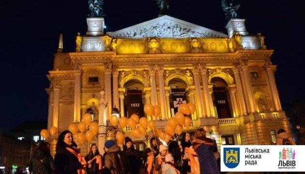 «16 дней против насилия»: во Львове подсветили оранжевым оперу и ОГА