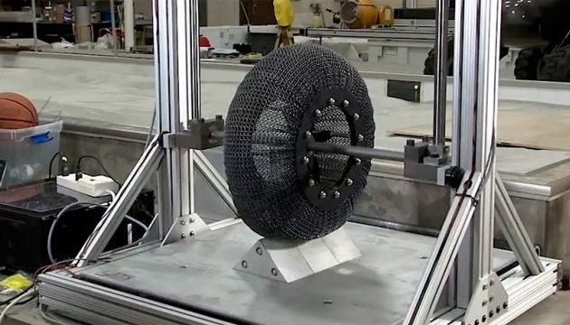 NASA створило непробивні супереластичні шини