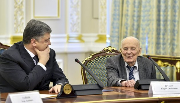 President Poroshenko congratulates Borys Paton on his 99th birthday