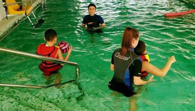 В лечебном бассейне на Буковине проводят уникальную реабилитацию детей