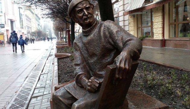 Во Франковске открыли памятник художнику Заливахе, пережившему Голодомор