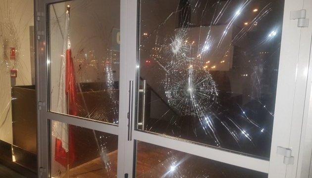Неизвестные забросали камнями мусульманский центр с мечетью в Варшаве