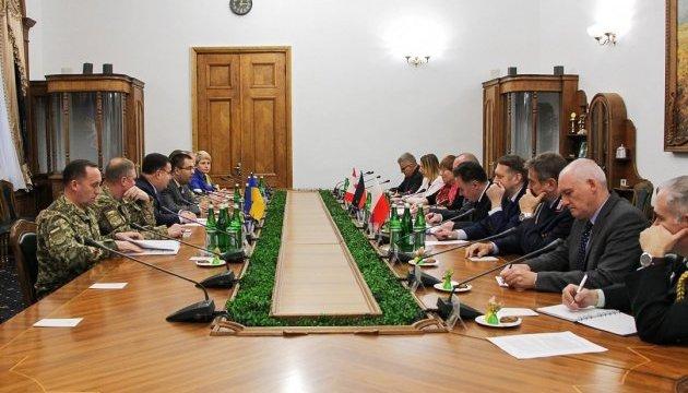 Полторак погодив з радниками країн НАТО подальшу реформу Міноборони