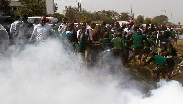 В Кении полиция разогнала демонстрантов слезоточивым газом