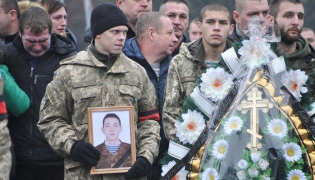 Les habitants de Jytomyr ont dit adieu à leur compatriote de 26 ans mort au combat (photos)