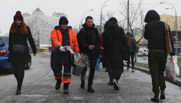Во вторник гололедицу прогнозируют по всей Украине, кроме юга