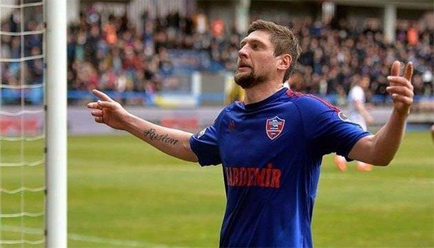 Футбол: Селезнев забил мяч за