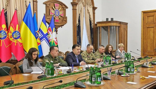 Defense minister, UWC president discuss situation in eastern Ukraine