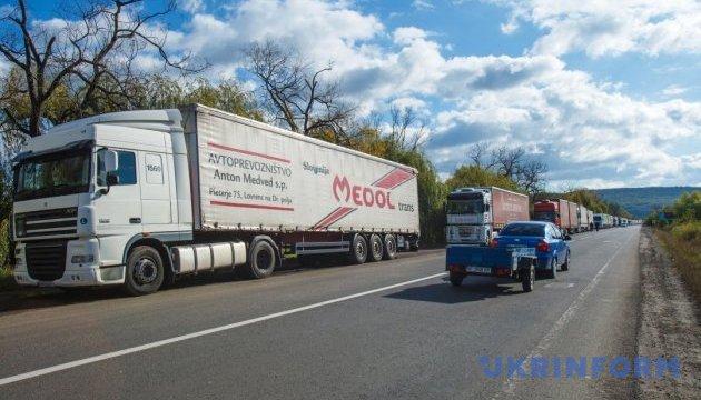 У липні в Україні впав попит на нові вантажні авто - експерти