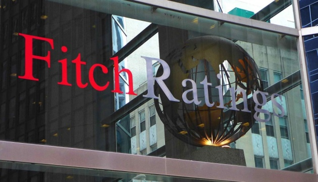 Fitch upgrades Ukraine to 'B'; outlook positive