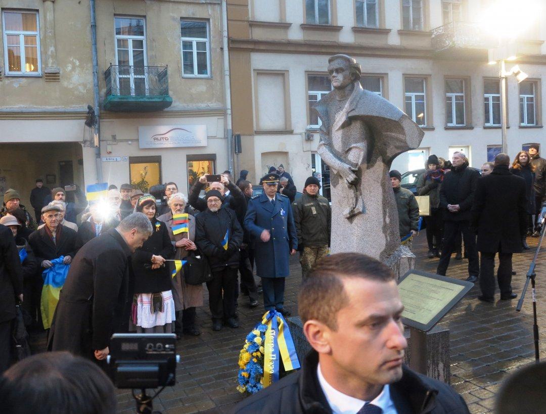 У Вільнюсі біля пам'ятника Шевченку відкрили Український сквер