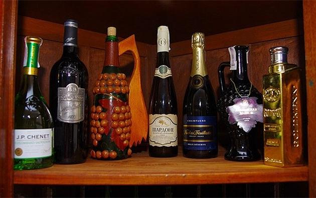 Світлина нової колекції вин, виготовлених виноробами на основі винограду селекції дослідників Національного наукового центру