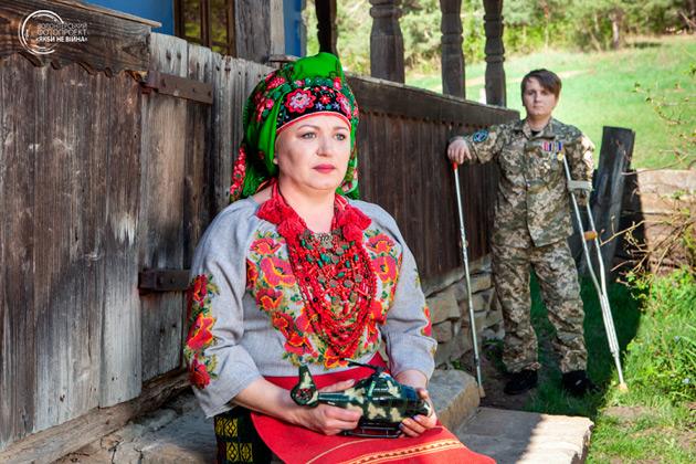 Оксана Заварцева та її син Віктор Андрійчук, старший солдат, водій МТ-ЛБ, стрілок 11-го батальйону