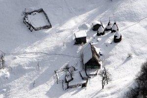 В Карпатах - опасность лавин и оползней снега на дороги